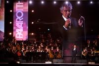 luciano-pavarotti-10th-anniversary-concert-12.jpg